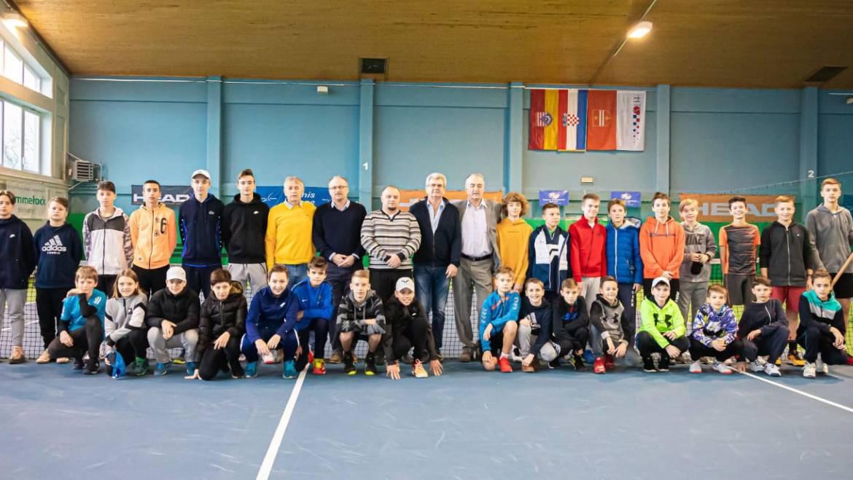 Tenisači u Ogulinu odigrali dvoboje 1. kola dvoranskog PH do 14 godina