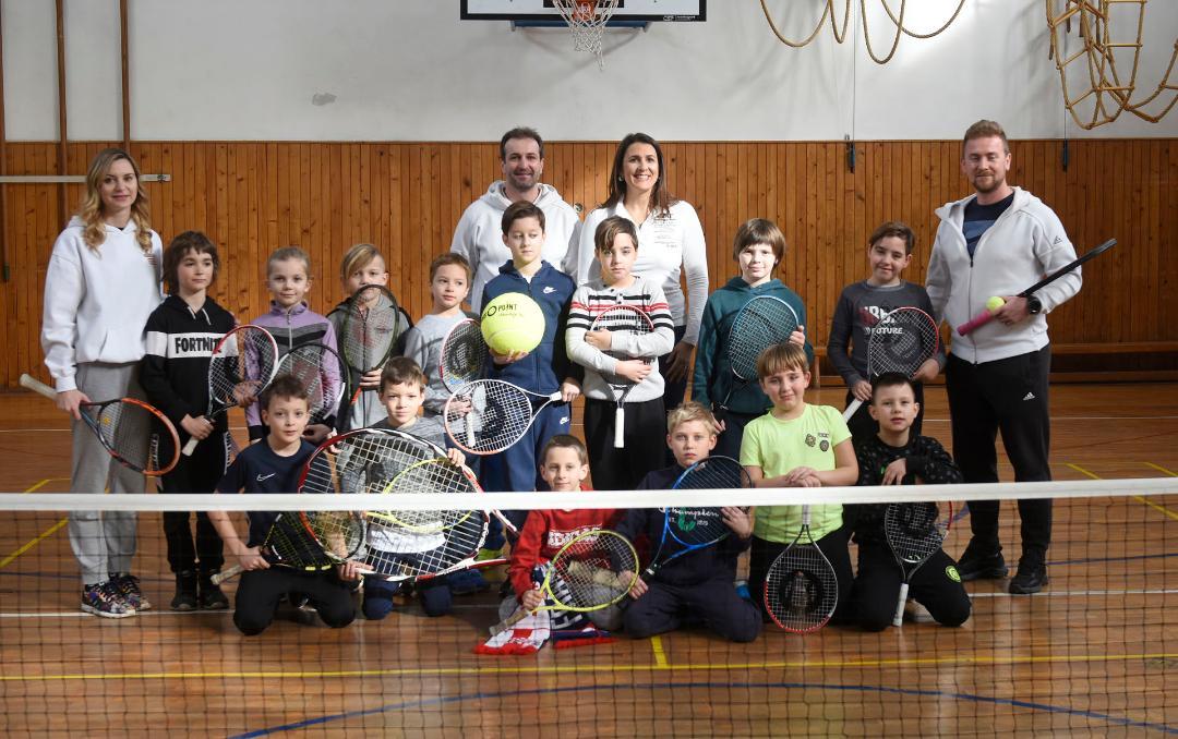 """Varaždinci s veseljem uče osnove tenisa uz projekt """"Tenis u školama"""""""