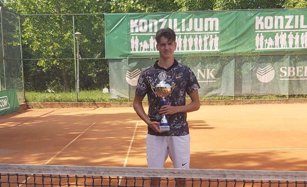 Matej Dodig, Patrik Jurina i Sara Svetac jedini do 3. kola juniorskog ITF turnira u Poreču