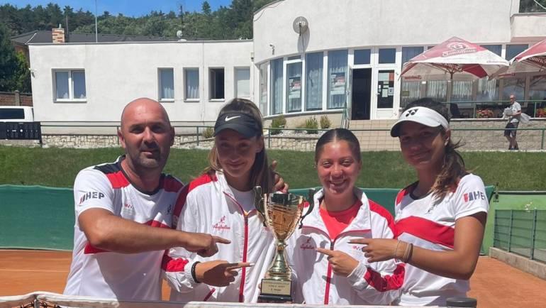 Muška reprezentacija do 18 godina prva na kvalifikacijskom turniru Summer Cupa u Slovačkoj, cure druge u Češkoj